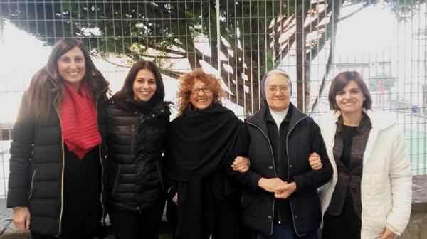 Da sinistra: Nunzia Cacciatore, Annamaria Schena, Antonella Menzio, suor Rita, Rossella Valia