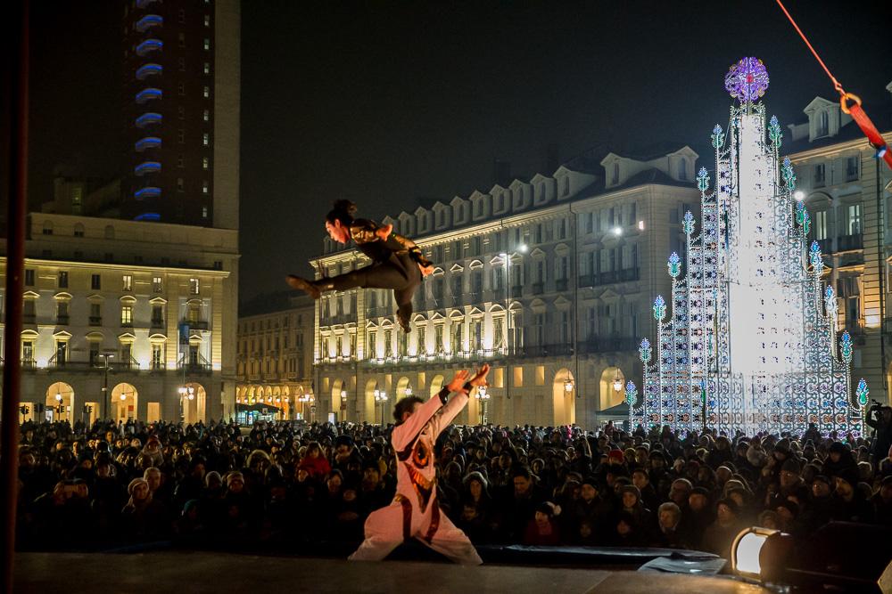 Cirko Vertigo in Piazza Castello (foto M. Andruetto)